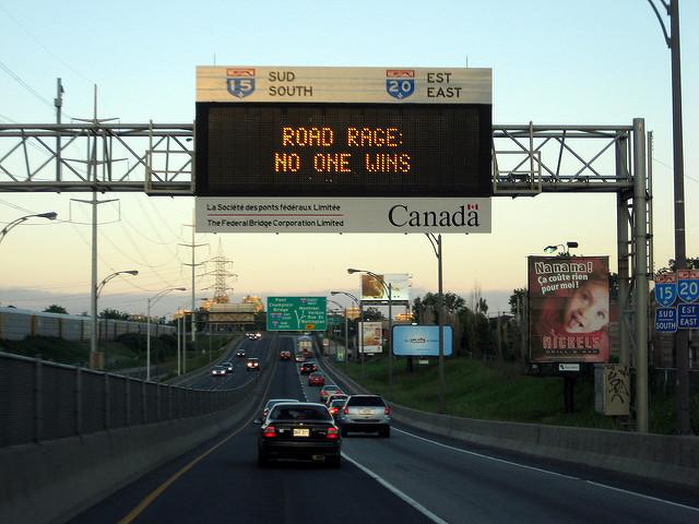 rabia al volante calle aviso canada carros carretera