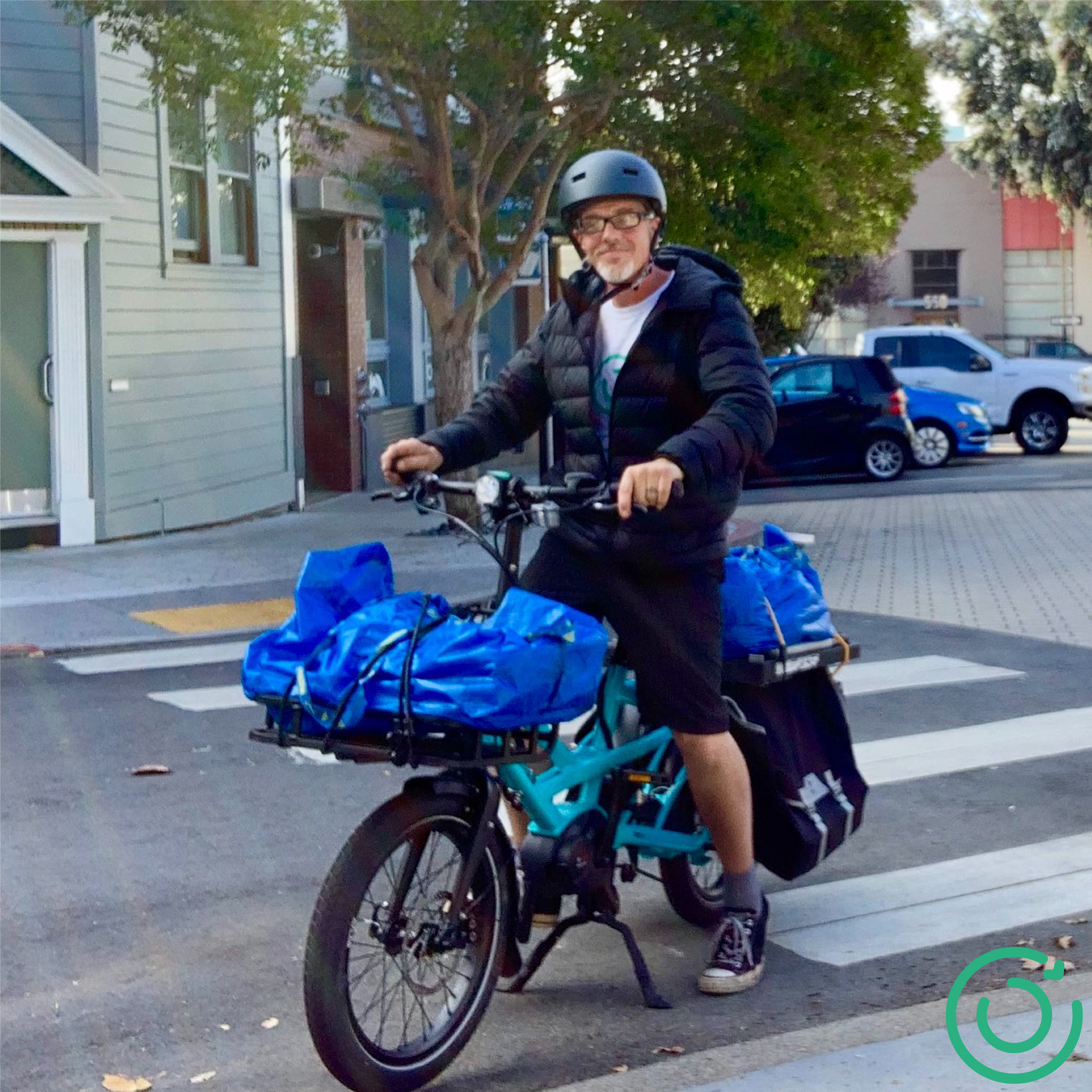 A food rescuer using a bicycle to deliver food