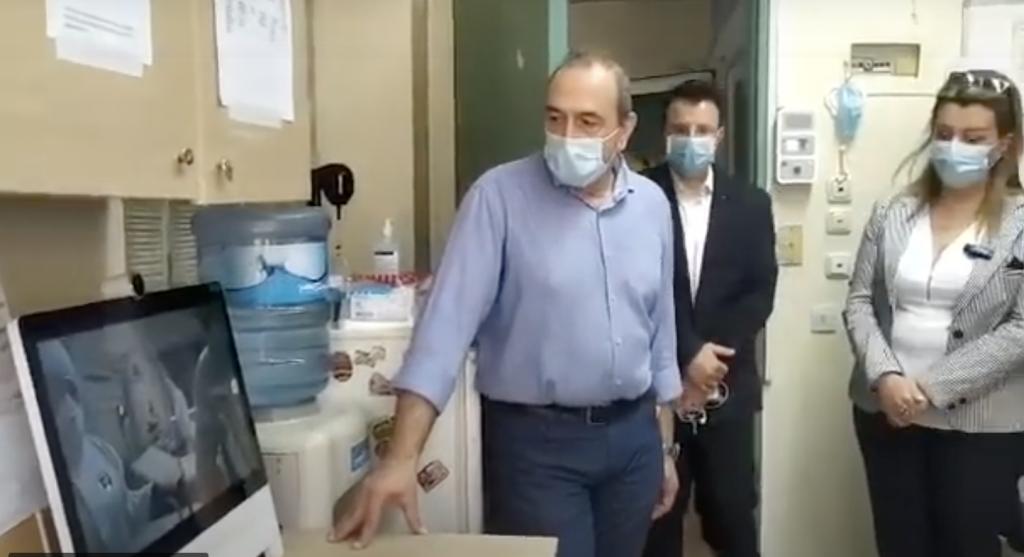 Doctors using DX80