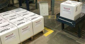 Caixas de desinfetante para as mãos produzidas na fábrica de Muskegon, MI, Honeywell