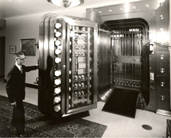 """Dollar Savings Bank headquarters """"new"""" vault, located at the intersection of Fourth Avenue and Smithfield Street in downtown Pittsburgh, Pennsylvania, United States."""