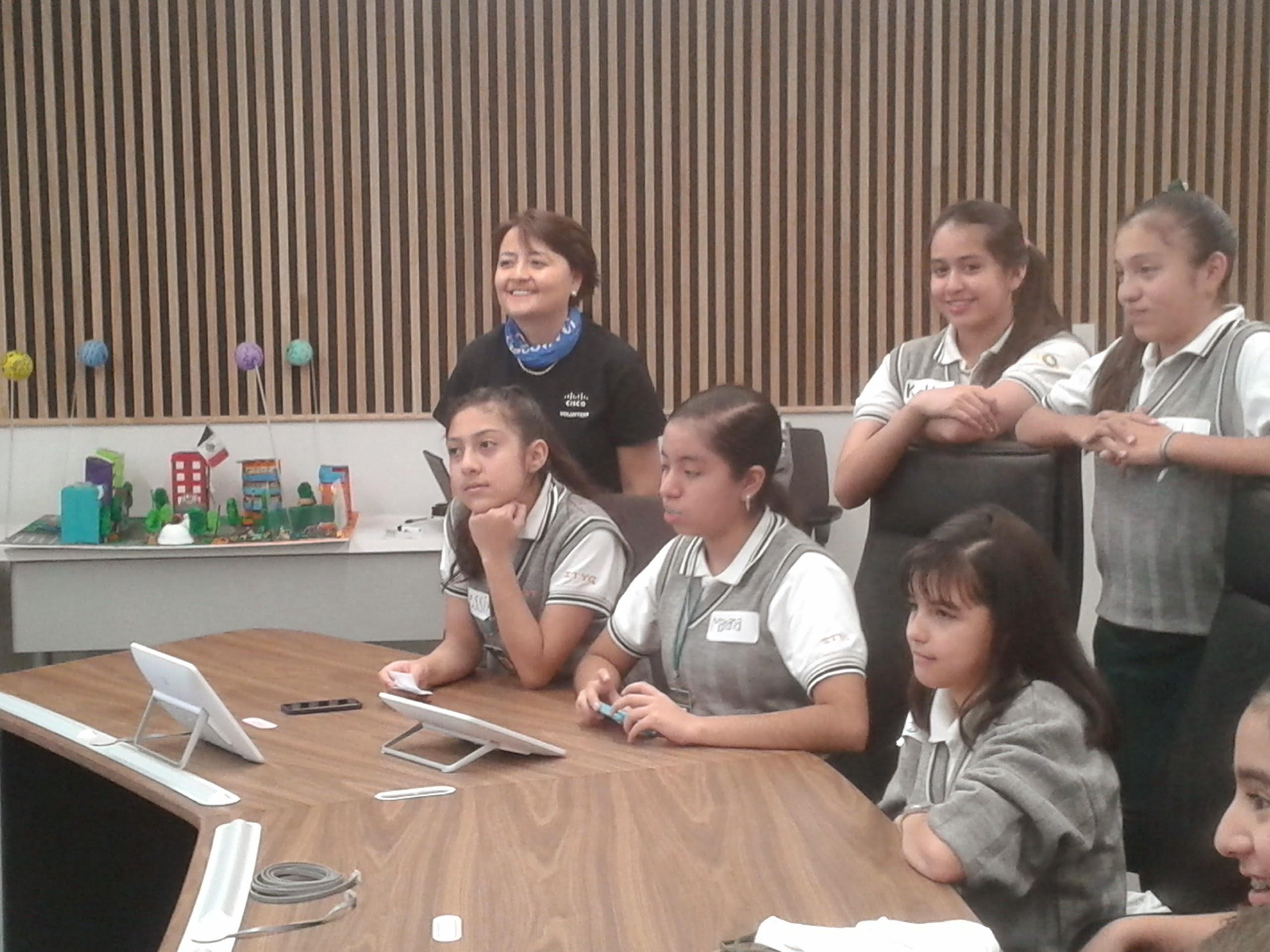 Luisa showing kids Cisco technologies.