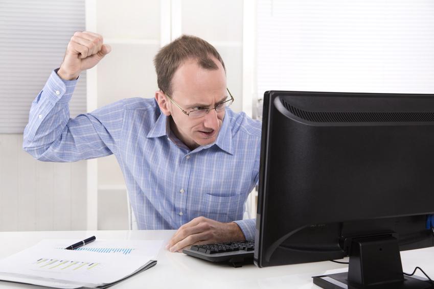 Geschäftsmann hat Wut, Frust und Ärger im Büro