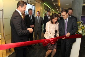 Rob Lloyd, President of Development and Sales at Cisco, opens Center of Innovation in Brazil to develop technology solutions tailored to local needs and to foster innovation, transformation and socio-economic development. The Center highlights the importance of technology for the country's growth and competitiveness.