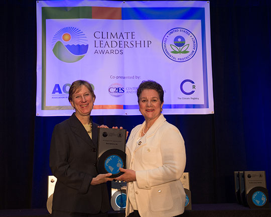 Edna Conway accepts the 2013 Supply Chain Leadership Award on behalf of Cisco