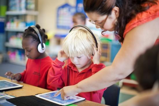 school childern using ipad