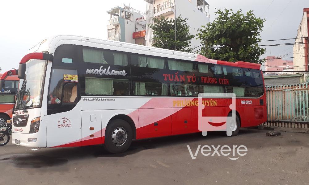 Xe Tuấn Tú - Phương Uyên đi Ninh Thuận từ Sài Gòn