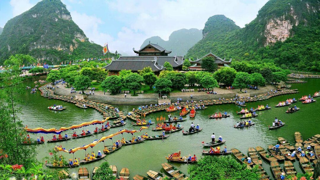 Du lịch gần Hà Nội có Ninh Bình với nhiều cảnh quan thiên nhiên hùng vĩ