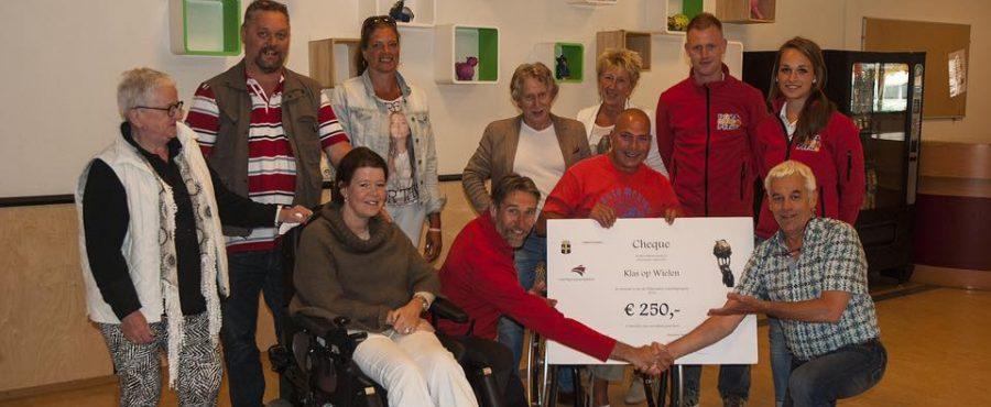 Cheque voor Oldenzaalse stichting Boescoolfit