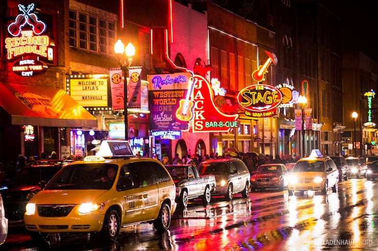 Nashville stree at night lit with neon signs
