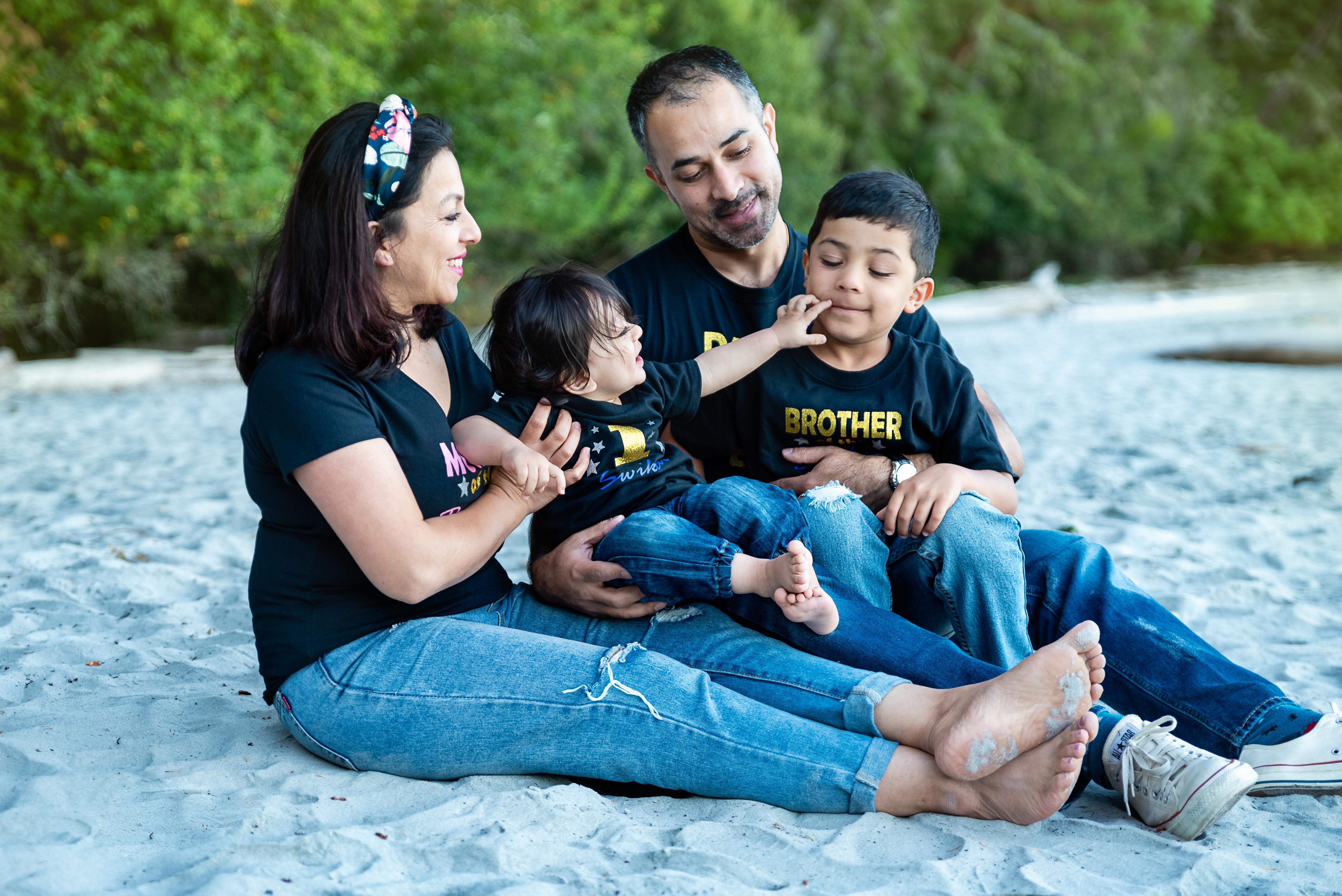 Vlad Vasnetsov Photography's Family Session (Basic) Family Photo Victoria, BC, Canada