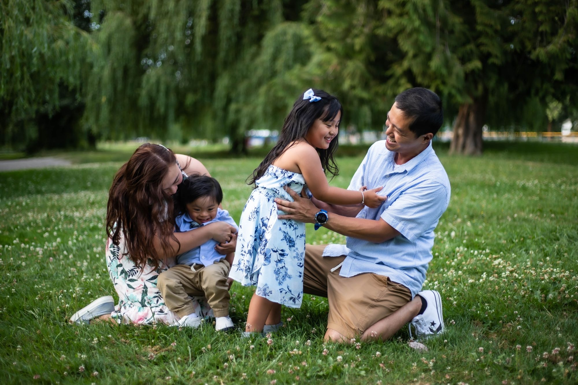 Hannah T. Photography's Trout Lake Family Full Session Family Photo Vancouver, BC, Canada