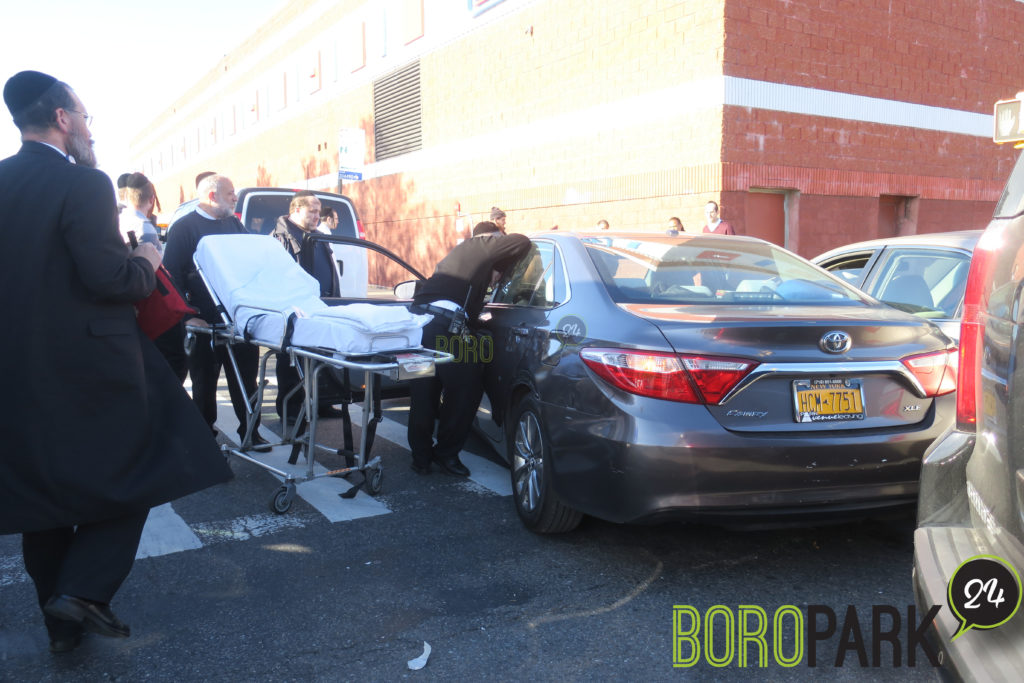 Elderly injured in a accident on 13th Avenue – Boro Park 24