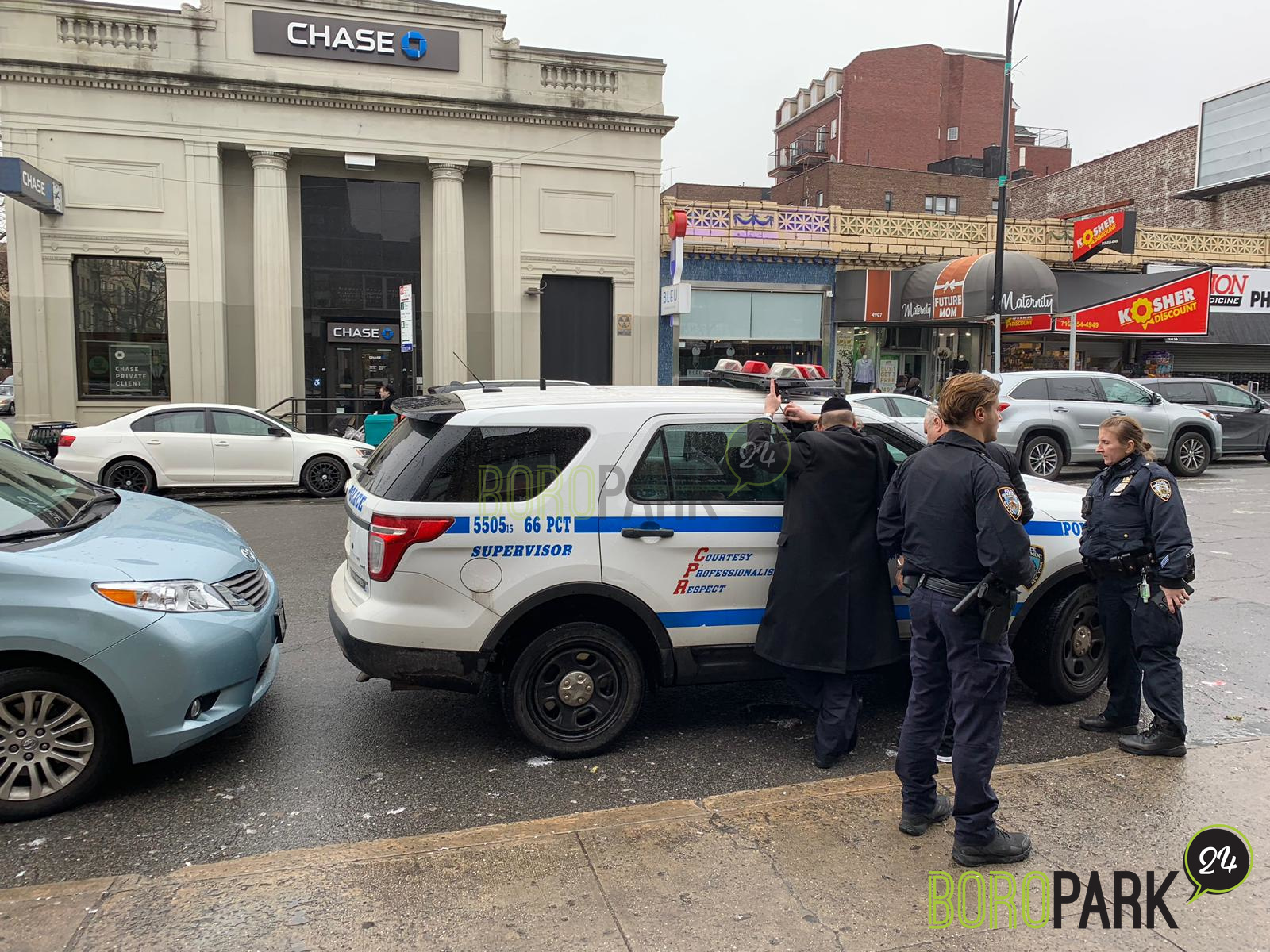 Photos: Chaveirem assist NYPD opening a locked car door on