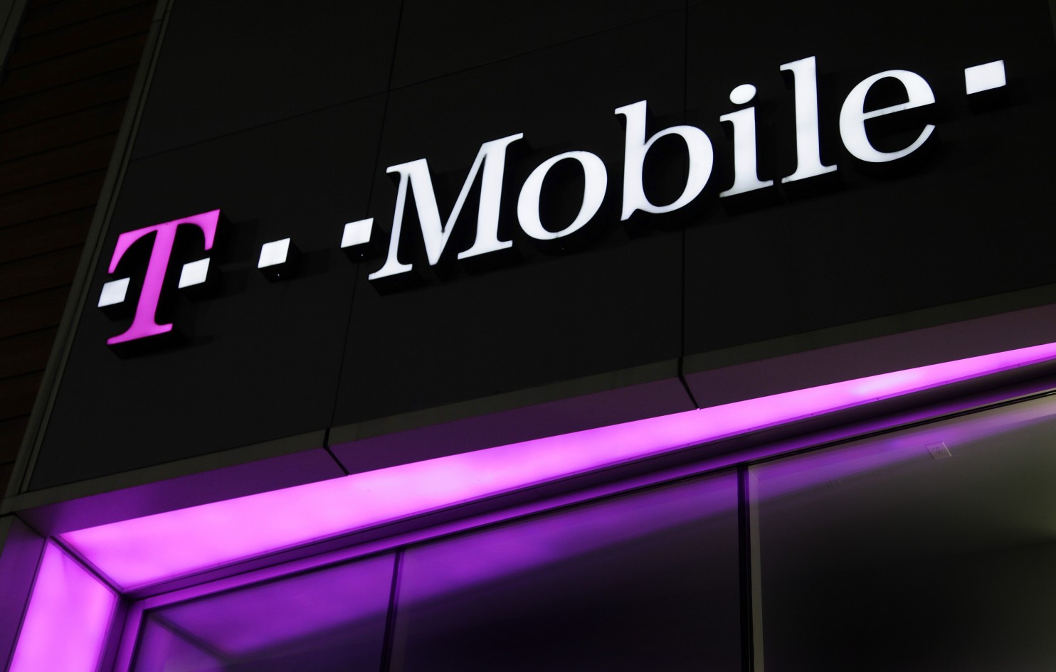 T-Mobile Stores Being Sued by the City, Accused of Cheating