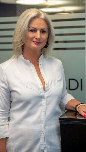 Dr. Mátés Adrienne