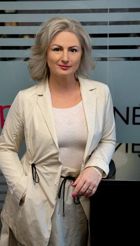 Dr. Adrienne Mátés