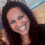Luciana Alves Teodoro, Diretora na filial de Alcântara (RJ), começou sua carreira no Carrefour em 1990, como recepcionista de caixa.