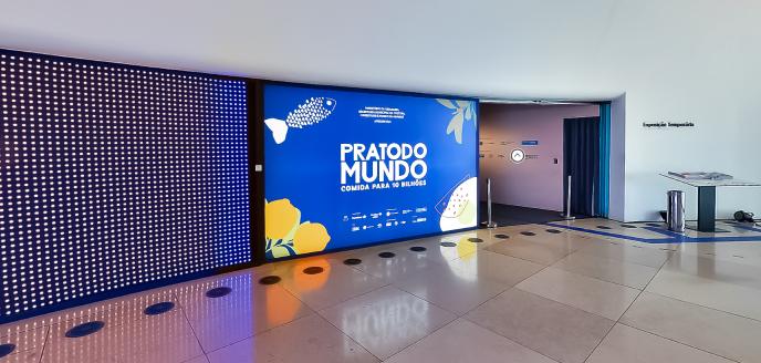 Entrada da exposição Prato do Mundo no Museu do Amanhã.