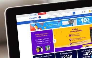 Tela de notebook exibindo site do e-commerce do Carrefour.