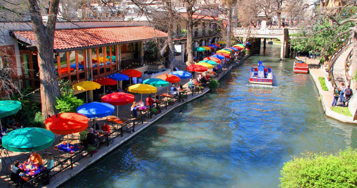 Restaurants Hotels Retail Outlets And Other Elishments Continue To Flourish Along The Riverbanks San Antonio River Walk Is One Of S Top