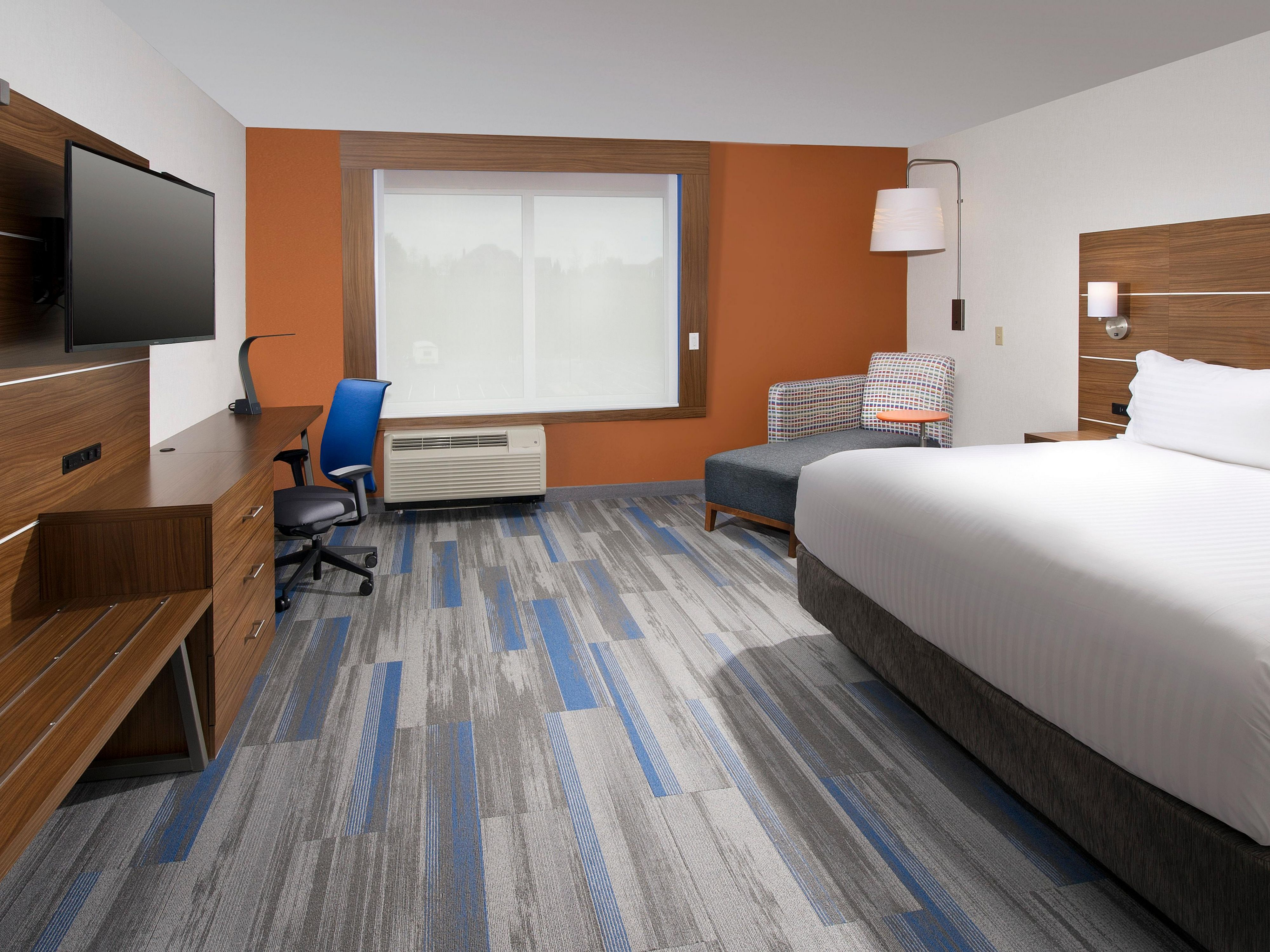 king leisure at holiday inn express suites altoona in altoona