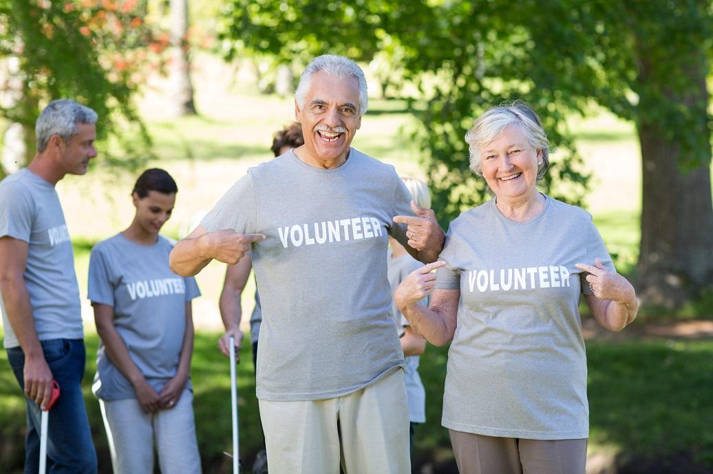 senior couple volunteering