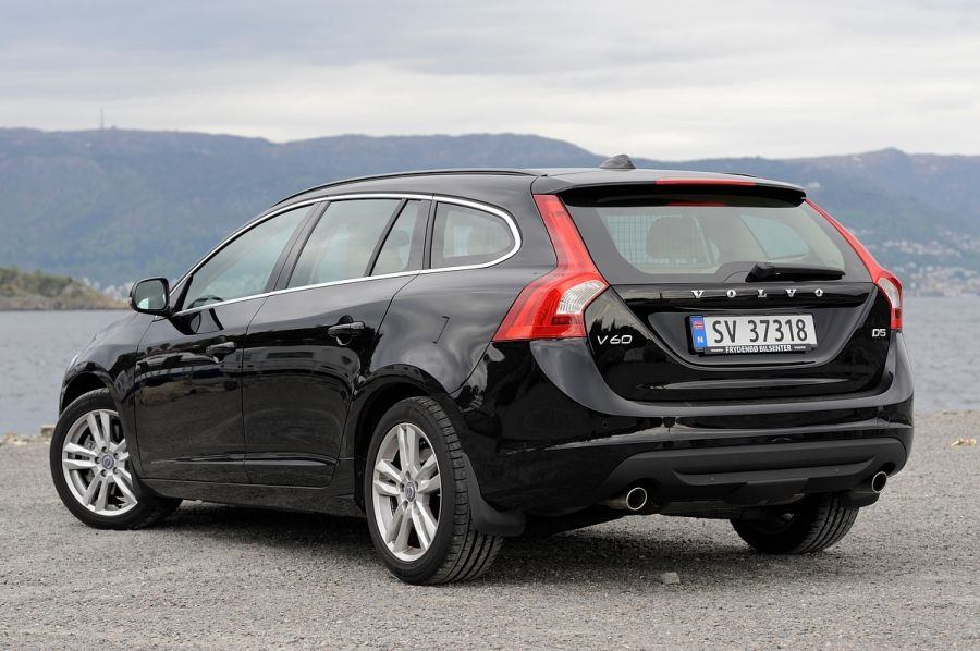 2013 volvo v60 d5 momentum stasjonsvogn diesel brooms bilguide. Black Bedroom Furniture Sets. Home Design Ideas
