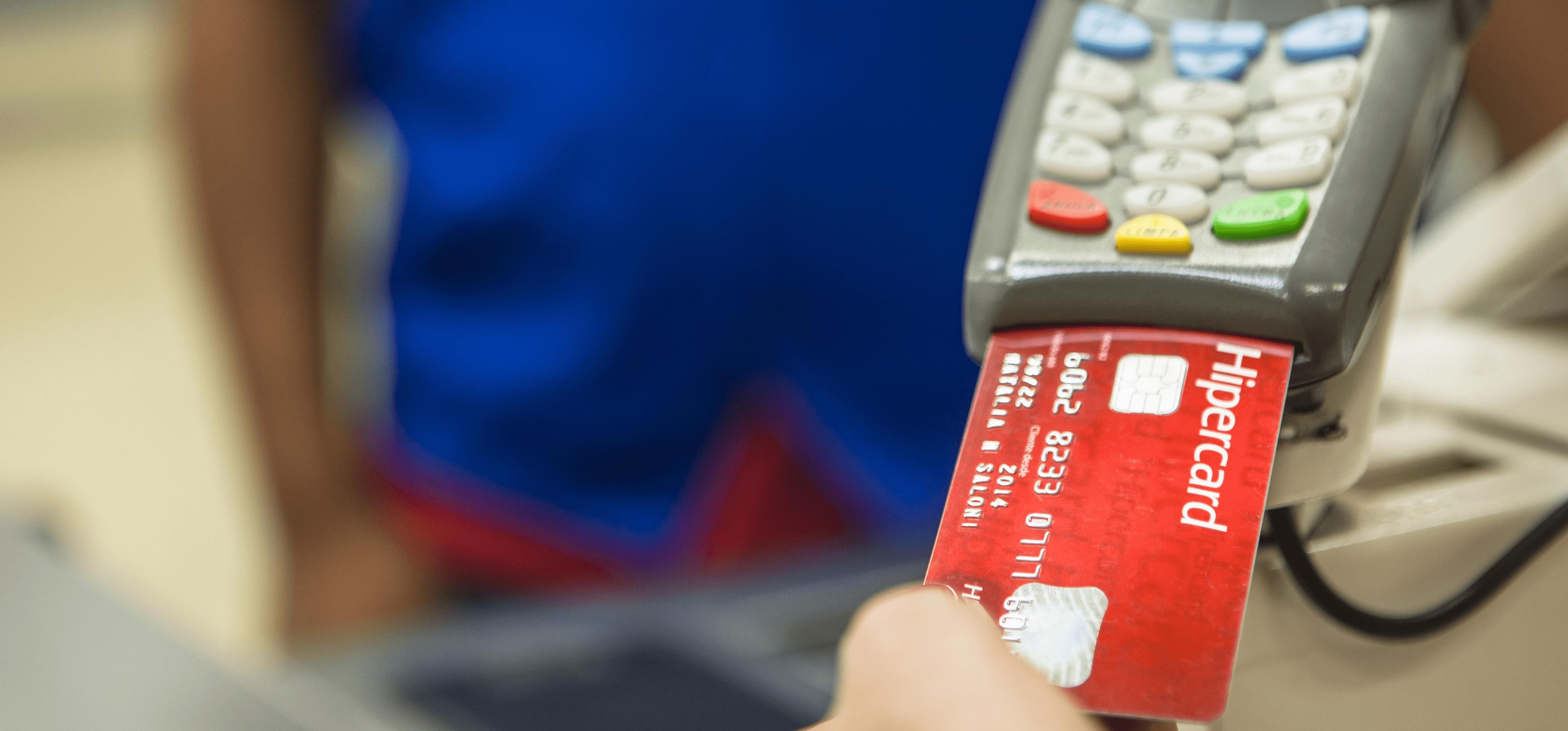 cartão hipercard na maquina de cartões