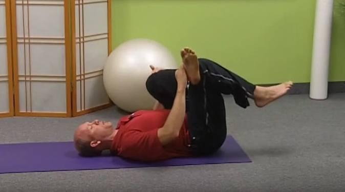 Exercice sciatique: étirement du muscle piriforme