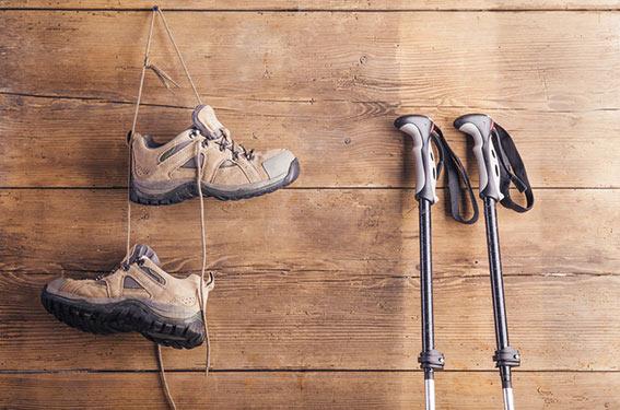 chaussures et batons de marche nordique
