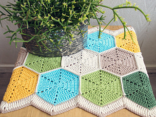 Hexagon Table Runner by Marinke Slump