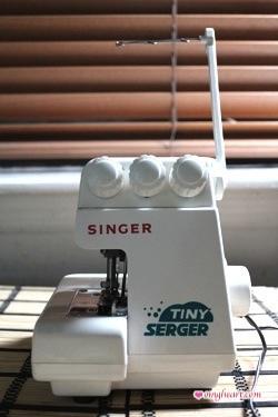 Singer Tiny Serger TS380A