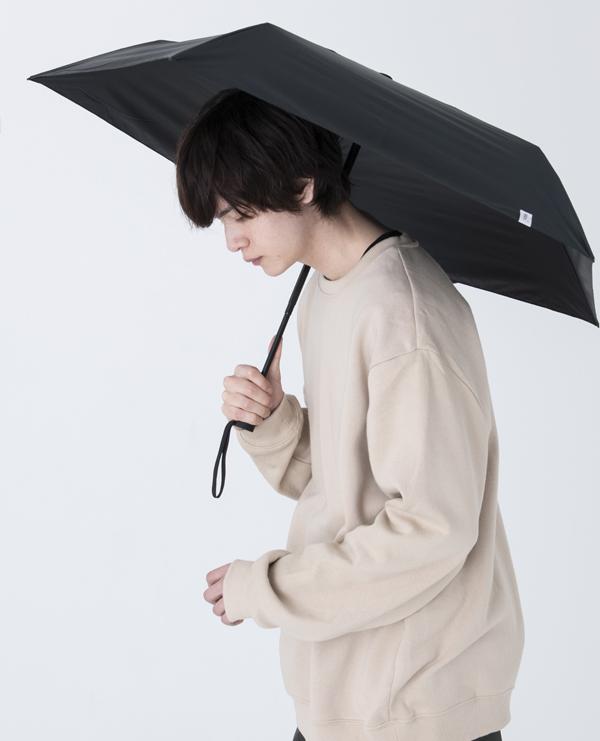 コロナ禍の熱中症対策に。シンプルで使いやすい男性向け日傘シリーズ