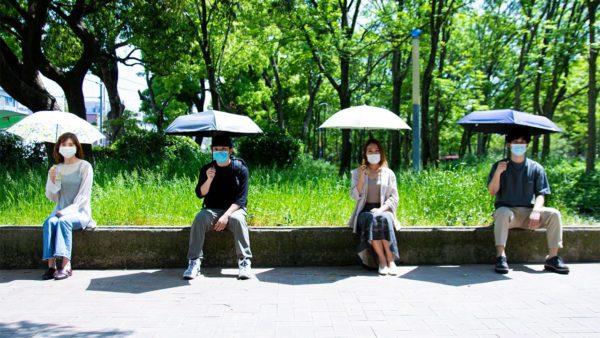 今年の夏は日傘でソーシャルディスタンス&熱中症予防