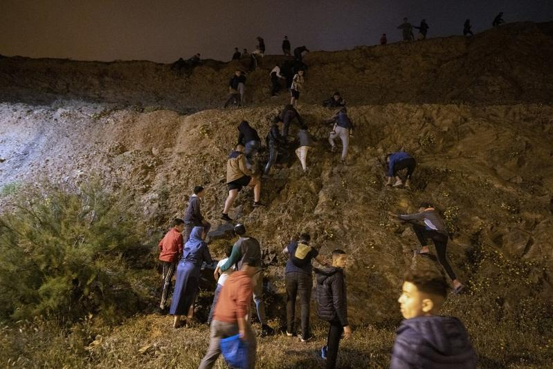 Spain deploys army to Ceuta after Morocco migrants break in