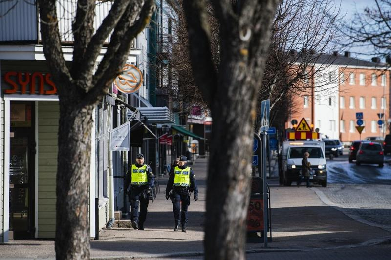 Sweden: Rare shooting of cop fuels worry about gang violence