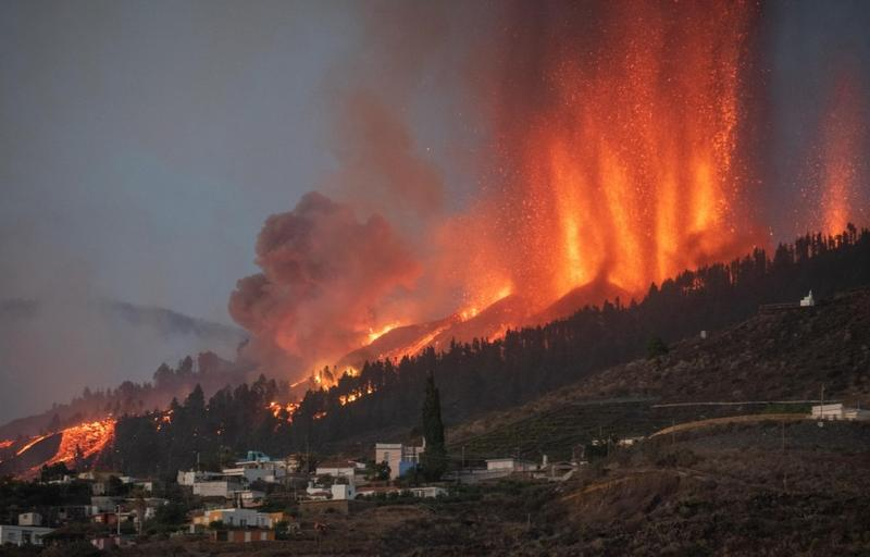 More evacuations as lava pours from Canaries volcano