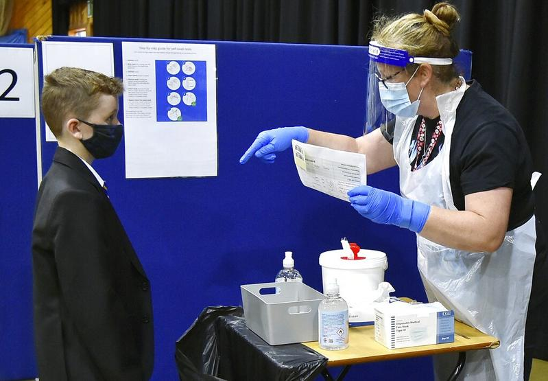 UK panel does not recommend virus shots for healthy youths