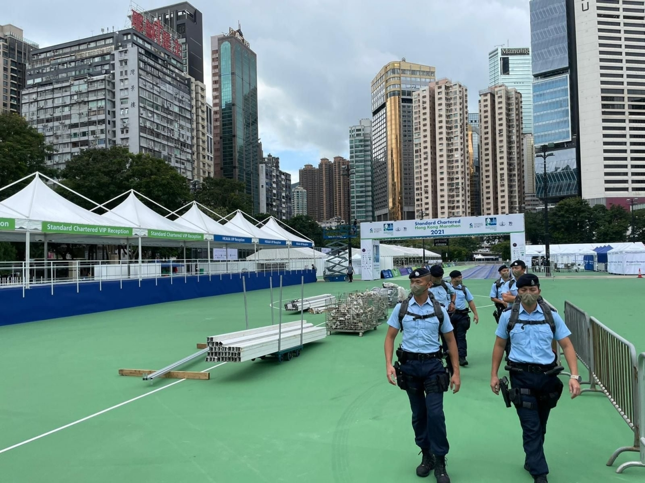 Police warn marathon runners not to violate the law