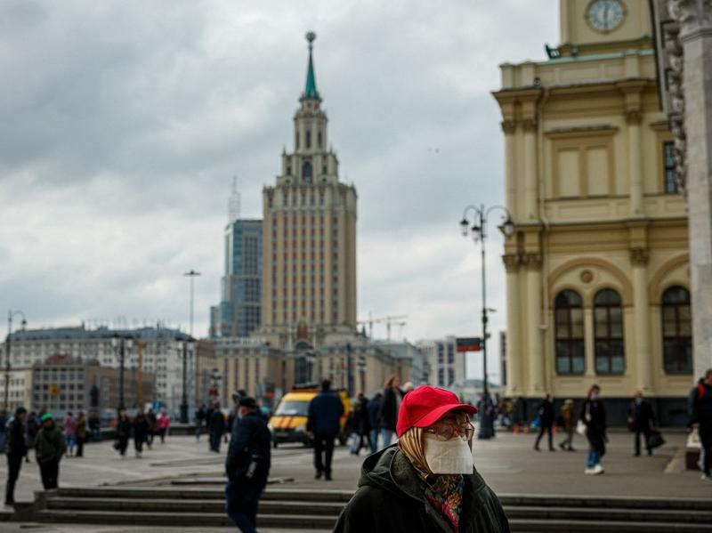 Putin orders new restrictions with COVID-19 deaths at record