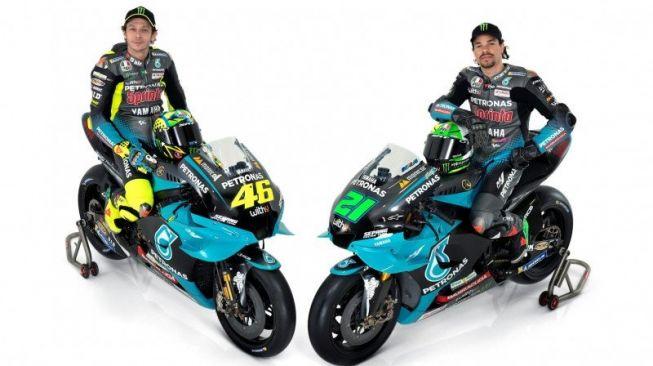 Pebalap tim Petronas Yamaha SRT, Valentino Rossi (kiri) dan Franco Morbidelli. [HO-sepangracingteam.com]