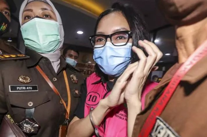 Pesan Pinangki ke Anaknya : I'm Sorry, Mommy in Jail, Please Pray for Me