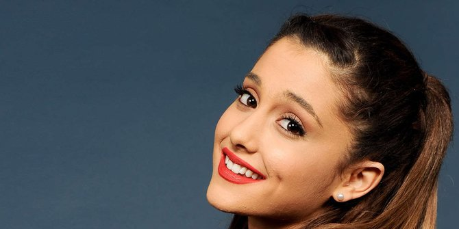 Lirik Lagu Break Up With Your Girlfriend, I'm Bored - Ariana Grande