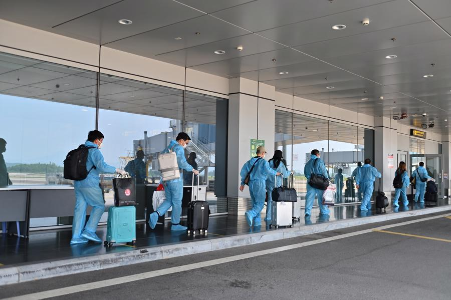 Toàn bộ hành khách thực hiện nghiêm túc các hướng dẫn về phòng dịch