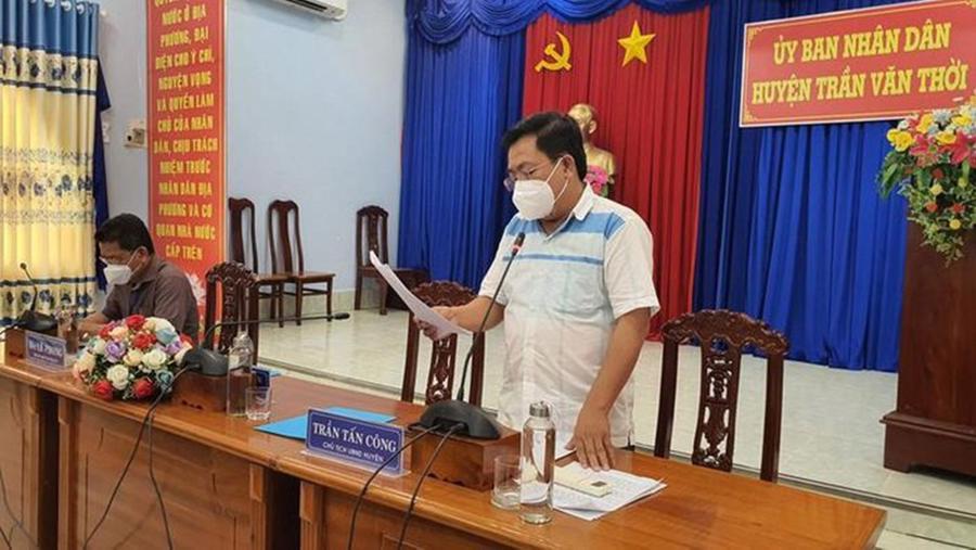 Ông Trần Tấn Công, Chủ tịch UBND huyện Trần Văn Thời (tỉnh Cà Mau), cung cấp thông tin liên quan đến vụ việc.