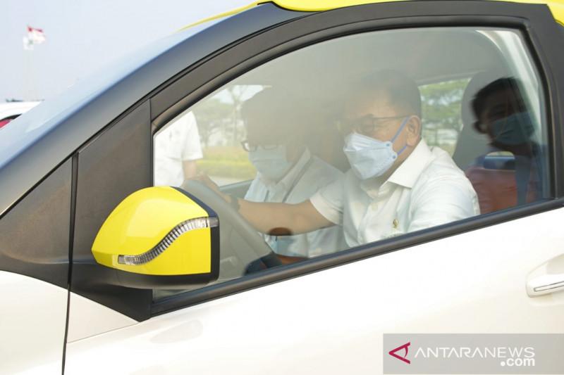 KSP: Meski tak mudah, pemerintah komitmen kembangkan mobil listrik