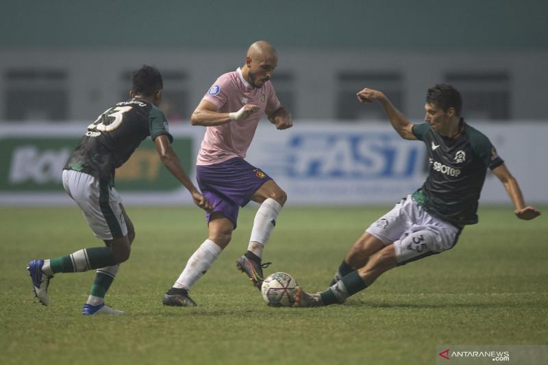 Youssef Ezzejjari cetak dua gol belum puaskan pelatih Persik