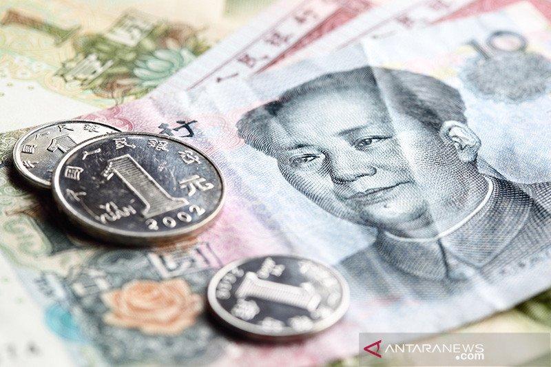 Yuan hentikan reli 3 hari, turun 7 basis poin jadi 6,4307 per dolar AS