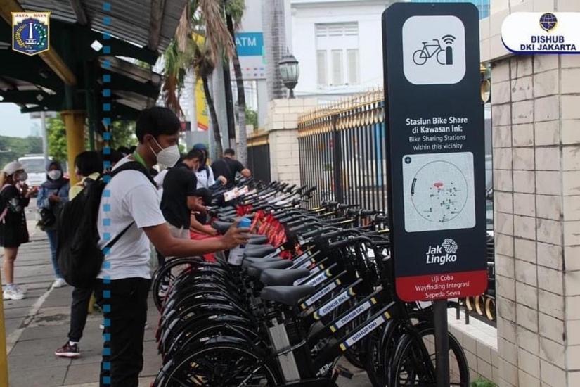 Anies Ajak Warga Manfaatkan Fasilitas Sewa Sepeda di Jakarta